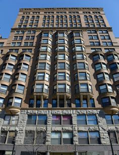 Chicago's Manhattan Building is a fascinating surviving example of an early skyscraper from the late century designed by architect and engineer William Le Baron Jenney. Manhattan Buildings, City Buildings, Chicago Buildings, Beautiful Architecture, Interior Architecture, Chicago Architecture Foundation, Le Baron, Chicago Area, My Kind Of Town