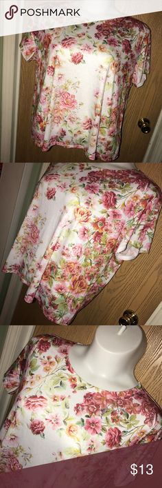 "Floral print cropped tee Super cute floral print cropped tee. Good used condition. 29"" from armpit to armpit, 25"" total length. Forever 21 Tops Crop Tops"