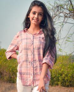 Beautiful Girl In India, Beautiful Blonde Girl, Beautiful Girl Image, Beautiful Moon, Creative Portrait Photography, Creative Portraits, Teenage Girl Photography, Girl Photography Poses, Indian Girls Images