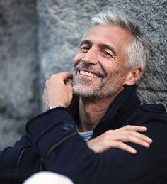 New hair silver men character inspiration ideas Older Mens Hairstyles, Modern Hairstyles, Haircuts For Men, Cool Hairstyles, Scene Hairstyles, Silver Foxes Men, Men With Grey Hair, Ageless Beauty, Mature Men