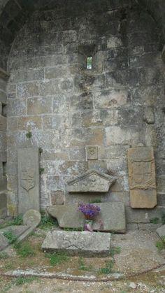 Santa Mariña Dozo , tumba del pirata #cementerio