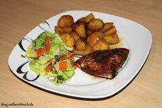 Leckere Ofenkartoffeln, ein kleiner Salat und Hähnchen in Papyrus-Papier aus der Gastrolux Pfanne - yummy <3