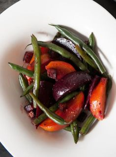 Warm Beet Salad with Bacon and Green Beans Recipes Garden Vegetable Recipes, Bacon, Vegetarian Recipes, Cooking Recipes, Keto Recipes, Ricardo Recipe, Beet Salad Recipes, Green Bean Recipes, Beans Recipes