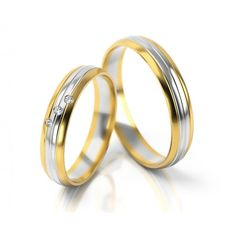 Besonders elegante Trauring aus Gelbgold und Weißgold. In der Ringmitte befindet sich ein weißgoldener Streifen, der durch schmale Fugen umgeben wird. In seiner Mitte verläuft ebenfalls eine schmale Fuge. Die drei diagonal angeordneten, herrlich funkelnden Zirkonia verzieren den Ring Ihrer Liebsten und lassen diesen wundervoll strahlen.