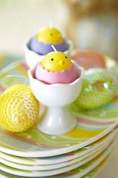 Joyeuses Pâques déco de table avec un poussin sympa