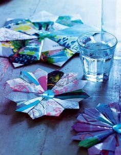 Des fleurs en papier plié