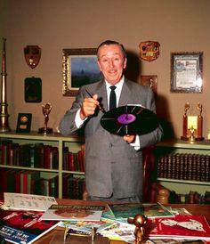 Walt Disney with his studio soundtracks- Zippedy Doo Dah Disney Love, Disney Magic, Disney Art, Walt Disney World, Disney Pixar, Disney Stuff, Disney Characters, Vintage Disneyland, Disneyland Paris
