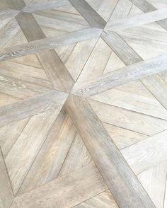Gorgeous white oak floor options in this showroom. #siberianfloors #danawolterinteriors #la #losangeles #home #inspiration #home #ihavethisthingwithfloors #interiordesign