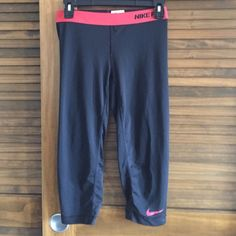 Nike pro pants Nike pro cropped pants small Nike Pants Ankle & Cropped