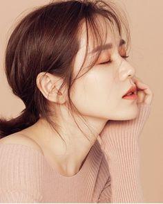 Son Ye-jin (손예진) - Picture @ HanCinema :: The Korean Movie and Drama Database Korean Actresses, Korean Actors, Korean Beauty, Asian Beauty, Model Face, Hyun Bin, Korean Celebrities, Portrait Inspiration, Best Actor