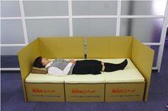 J PACKSが被災地、避難所支援のために開発した暖段はこベッドは、段ボール製のベッドですがとても強度があり、組み立ても簡単