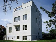 Look like a contemporary house, when you visit, you lost on time, the Adolf Loos House in Prague, by 1930 circa. Jorge Albuerne
