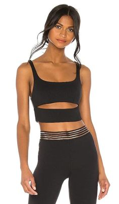 Slit Bra alo BEST SELLER Vintage Style Outfits, Chic Outfits, Summer Outfits, Black Yoga, Sweaters And Jeans, Ribbed Fabric, Sports Bra Sizing, Casual Street Style, Revolve Clothing