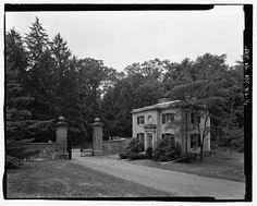 Vanderbilt Mansion (Hyde Park) | Dock street gate and gatehouse, view W. - Vanderbilt Mansion Roads  Bridges, Hyde Park, Dutchess County, NY.