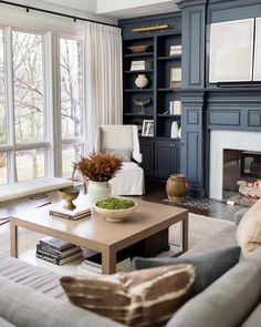 Deep Blue And Neutral Living Room Interior Design Inspo Dark Accent Walls, Accent Walls In Living Room, Paint Colors For Living Room, Home Living Room, Living Room Designs, Living Room Decor, Living Spaces, Estilo Interior, Room Interior