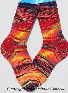 """Wollreste überall und keinen Plan, was man damit anfangen kann. Eine tolle Idee, die """"Blender Socks"""". Anstatt die Reste nacheinander in Kringel zu stricken"""