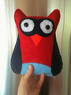 Owl stuffy. Really quick and super cute. Original link: http://juicy-bits.typepad.com/juicy_bits/2009/12/131-give-a-hoot-for-the-holidays.html
