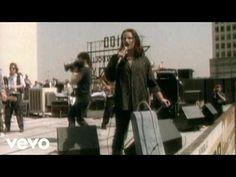 """Songwriters - U2 - 'Là où finit l'art et où intervient l'âme' (Part. I) - U2 France par Corine/Dead - En cette période de vaches maigres, côté actu. de nos 4 paddies, j'ai fait un tour dans nos archives non traduites à ce jour et vous propose cet (...) Par Robert Hilburn """"C'est l'un des couplets les plus banals que j'ai jamais entendu"""", de déclarer, Bono, (...)"""