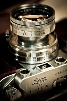 I love old cameras. They're so cool.   Leica.