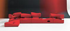 Misfits, Ron Arad Le canapé Misfits est  un ensemble d'assises composables, constitué par de nombreux modules, quatre avec un dossier et deux poufs, modulables en d'innombrables solutions qui peuvent aussi vivre individuellement.