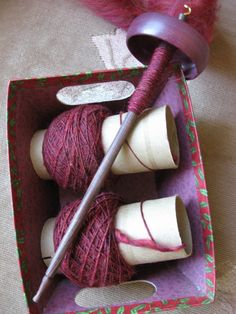 spinning yarn: reminder of using the box for holding before playing Love this spindle. I searched the blog to find but no luck :-(