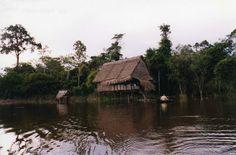 Iquitos, Pérou#À 3 200km de l'embouchure de l'Amazone, cette grande ville a la particularité de n'être reliée au reste du monde que par voie aérienne et fluviale. Située à la jonction des fleuves Nanay et Itaya, à 120m au-dessus du niveau de la mer, Iquitos constitue aussi un point de départ unique pour une expédition dans la jungle. Pour la San Juan, tous les habitants des environs se retrouvent à Iquitos pour une fête musicale et religieuse.#http://urlz.fr/3hMm#Leonora (Ellie) Enking…