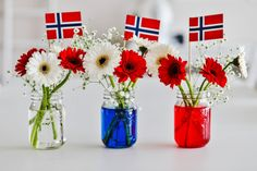 Bilderesultat for 17 mai bordpynt Holidays And Events, Happy Holidays, Kids Party Tables, Norway Language, Norwegian Food, Scandi Style, 80th Birthday, Ladybug, Red And White