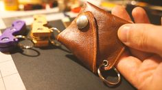Simple leather coin pouch to use up scraps (template in gallery) (#QuickCrafter)
