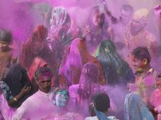 People Throwing Color Powder and Water on Street, Holy Festival, Barsana, India Photographie par Keren Su sur AllPosters. Cool Posters, All Poster, Tropical Art, Indian Festivals, Color Powder, Holi, Cool Photos, Culture, Prints