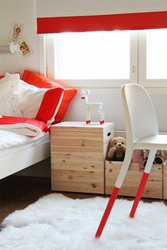 Petits petits tresors / Girl's room with a touch of red