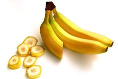 Banana is an edible fruit. Banana fruit contains major Vitamins. In India Banana is also a traditional offering at temples. The fiber from stem is used for textile purposes and leaves are used to serve food at community feasts. Tomato For Skin, Tomato Face, Banana Wine, Banana Fruit, Banana Peels, Banana Treats, Banana Hair Mask, Banana For Hair, Banana Health Benefits