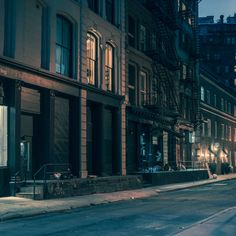 New York Light On by Franck Bohbot Part 2  The talented photographer Franck Bohbot highilights his nocturnal urban explorations with the Part 2 of his New York Light On series. After his series about nights in Tokyo, the artist offers wonderful snapshots where the neon lights and the lights are sublimated.