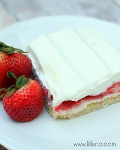 To die for Strawberries N Cream Bars - SO good! { lilluna.com }