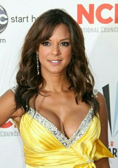 Eva la Rue Medium Wavy Cut with Bangs - Eva la Rue kept her hair down in high-volume waves at the 2009 ALMA Awards. Hottest Female Celebrities, Beautiful Celebrities, Beautiful Actresses, Gorgeous Women, Celebs, Afro, Eva Larue, Young Marilyn Monroe, Actrices Hollywood