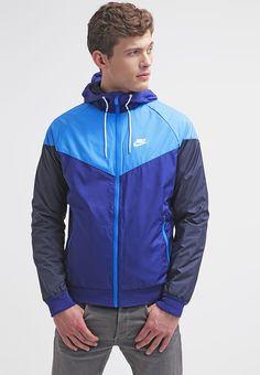 Pedir  Nike Sportswear WINDRUNNER - Cortaviento - deep royal/photo blue/white por 55,95 € (19/02/17) en Zalando.es, con gastos de envío gratuitos.