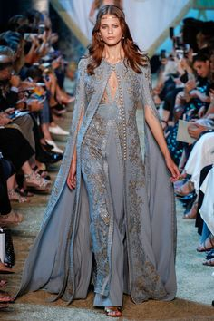 The complete Elie Saab Fall 2017 Couture fashion show now on Vogue Runway. Paris Fashion, Runway Fashion, High Fashion, Autumn Fashion, Dubai Fashion, Gothic Fashion, Elie Saab Couture, Collection Couture, Fashion Show Collection