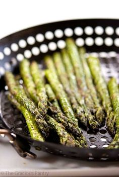 There are few veggies as delicious as asparagus. Toss them on the BBQ and you've got an amazing side dish. Try this Clean Eating BBQ Garlic & Dill Asparagus. Yum!!!