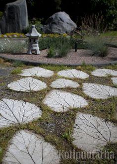 Lehtilaattoja voi valaa itse betonin ja raparperin lehden avulla. Nämä laatat ovat hauskoja yksinään, askelkivinä tai isompana pintana. www.kotipuutarha.fi