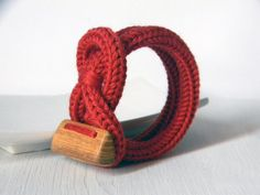Wool bracelet. Red and wood from Ylleanna by DaWanda.com