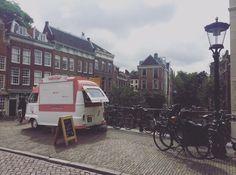 An oldschool ice cream truck in the citycenter of Utrecht. Fancy, isn't it? 💋🍦
