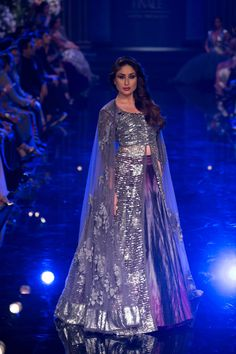 Kareena Kapoor In Manish Maholtra  Silver, Grey, Blue & Purple Lacha #Lehenga At The Grand Finale Of Lakme Fashion Week 2014.