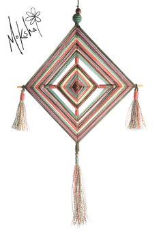 Mandala Ojo de Dios Largo total: 38cm  Ancho: 22cm  Código: 03A  Código: 01H  DISPONIBLE Mandala Art, Crafts To Sell, Diy And Crafts, Arts And Crafts, God's Eye Craft, Crochet Mandala Pattern, Gods Eye, Idee Diy, Crafts