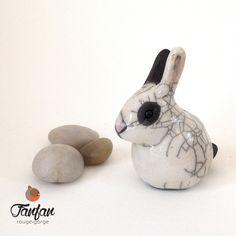 Joli Lapin noir et blanc en céramique Raku