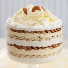 White Chocolate Banana Pudding - Paula Deen Magazine If you have all your dairy ingredients except the cream cheese cold, you won't have to chill this White Chocolate Banana Pudding before serving. Banana Pudding Trifle, Oreo Trifle, Banana Pudding Recipes, Vanilla Pudding Mix, Trifle Desserts, Oreo Cheesecake, Avocado Pudding, Just Desserts, Delicious Desserts