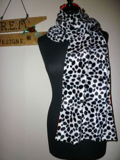 CRUELLA DE VILLE DALMATION 101 DOG SCARF SHAWL WRAP BRIDAL FANCY DRESS BAG SET