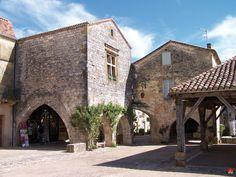 Découvrez Monpazier (Dordogne), l'un des Plus Beaux Villages de France La Roque Gageac, Lascaux, Medieval Market, La Dordogne, Beaux Villages, Belle Villa, Holiday Accommodation, French Countryside, Destruction