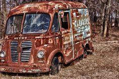pale-girl-mpg-aug-teen-bus