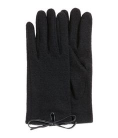 Black. Fine-knit gloves in a wool blend with imitation leather trim.