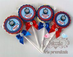 Pirulito colorido personalizado para festa Thomas e seus amigos.