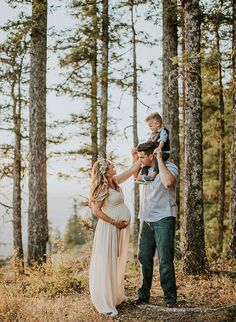 Mountain Maternity Photos at Sunset - Inspired By This - Maternity Photography Family Maternity Photos, Fall Maternity, Maternity Poses, Maternity Portraits, Maternity Pictures, Pregnancy Photos, Bohemian Maternity Photos, Maternity Hair, Maternity Photo Outfits